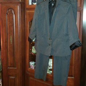 Apostrophe 2 piece pant suit size 18